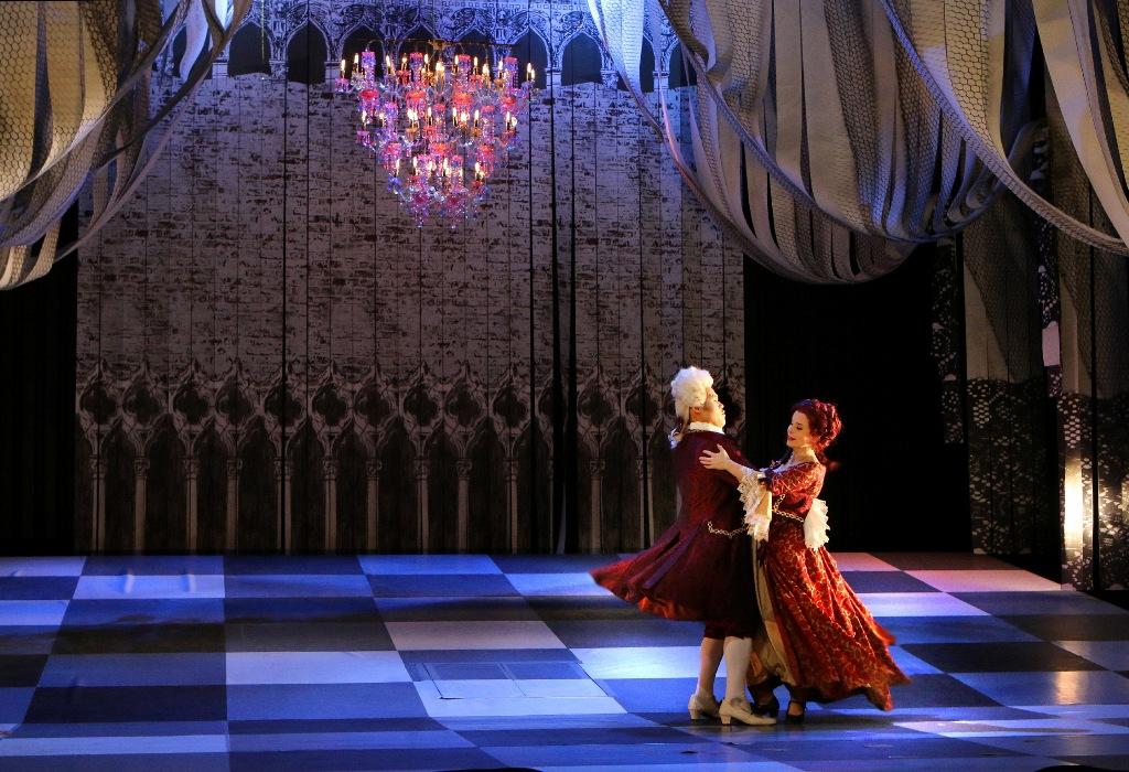 """Kwonsoo Jeon (Herzog) and Franziska Tiedtke (Annina) waltzing in Pforzheim's """"Eine Nacht in Venedig."""" (Photo: Sabine Haymann)"""