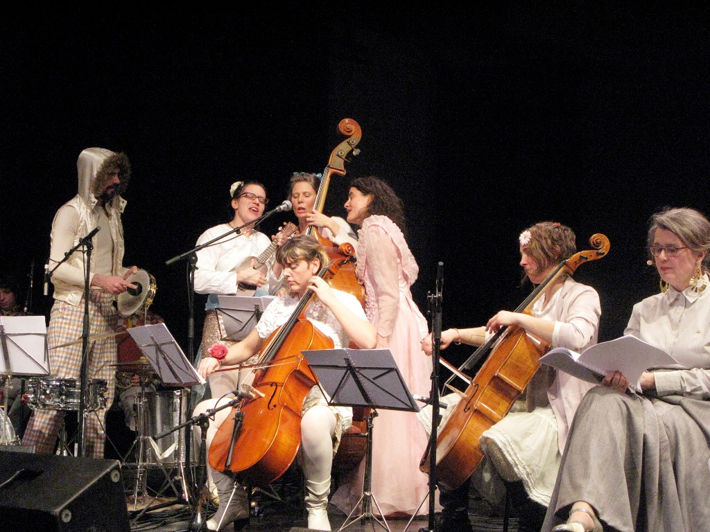 """The Swan Song Operetta"" performance at Sophiensäle, 2012. (Photo: Christoph Tempel)"