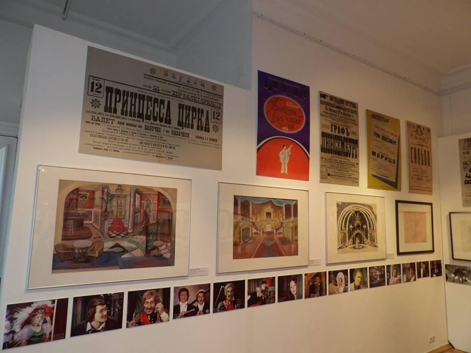 Objects on display at the Moscow theater museum. (Photo: Miskolci Színészmúzeum -Thália-ház)