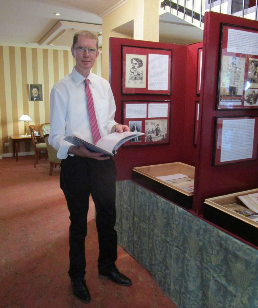 Jürgen Haase in front of his 2017 Strauss exhibition in Neustrelitz, Schlosshotel. (Photo: Private)