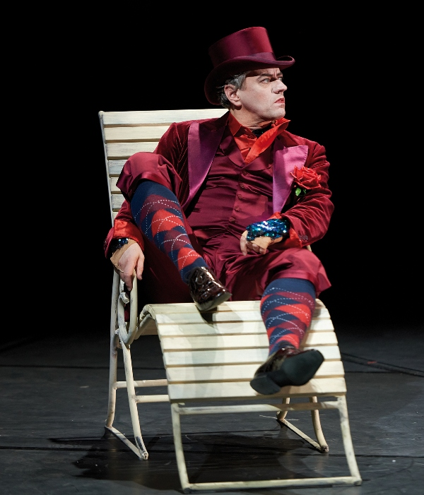 "Christian Grygas as Pluto in ""Orpheus in der Unterwelt,"" Staatsoperette Dresden. (Photo: Stephan Floß)"