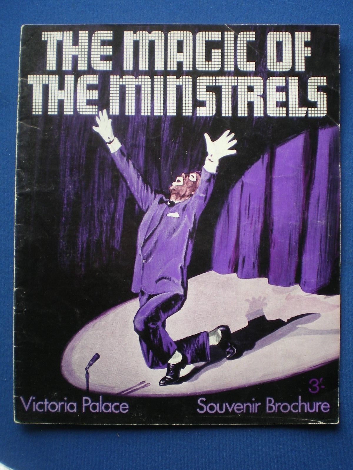 """The Magic of Minstrels,"" a souvenir broschure from the UK. (Photo: Kurt Gänzl Private Collection.)"