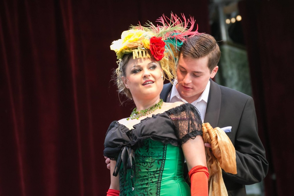 "Christian Miebach as Edwin with Ilonka Vöckel as Sylva in ""Die Csardasfürstin"" in Rüdersdorf, 2017. (Photo: Petra Fleischer)"