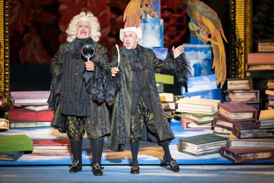 """Wolfgang Dosch and Gerhard Ernst singing the """"Prodekan"""" duet in """"Der Vogelhändler,"""" 2017. (Photo: Seefestspiele Mörbisch/Jerzy Bin)"""
