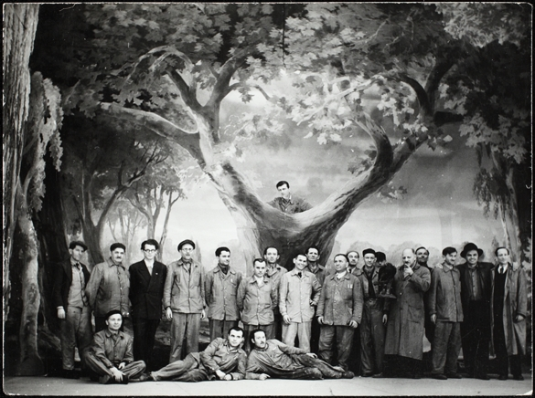 A very rare shot: The stage crew posing in a revue set. Municipal Comedy Theatre, 1952. (Photo: National Széchényi Library – Department of Theatre History)