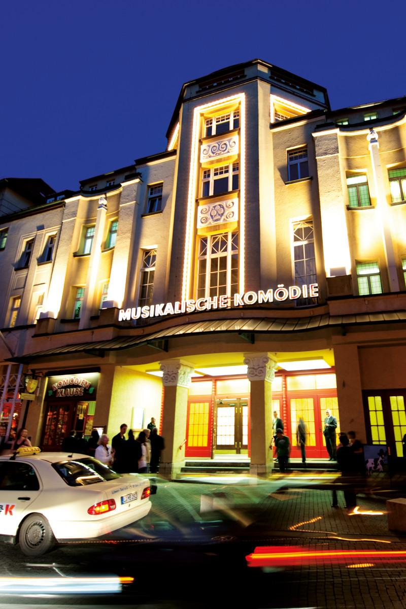 The entrace of the Musikalische Komödie in Leipzig. (Photo: Dirk Brzoska)