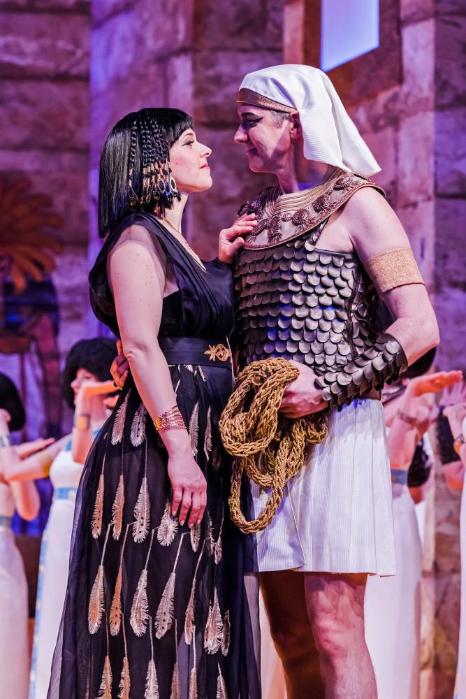 """Lilli Wünscher (Prinzessin Nofretete) and Radoslaw Rydlewski (Amar) in """"Prinzessin Nofretete."""" (Photo: Kirsten Nijhof)"""