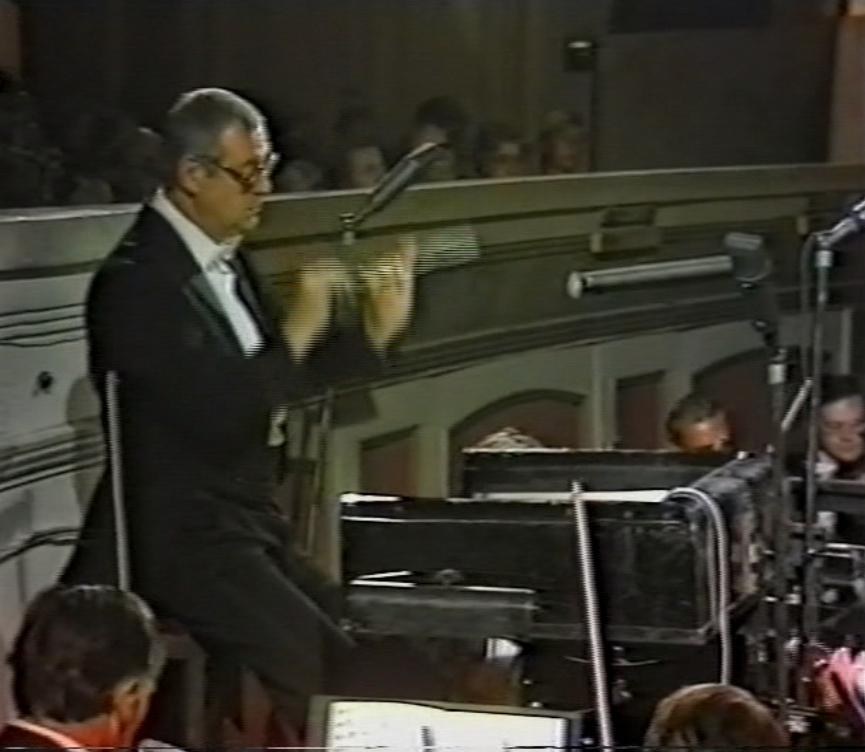 Clos up of Robert Hanell conducting the Staatskapelle, 1982. (Screenshot)