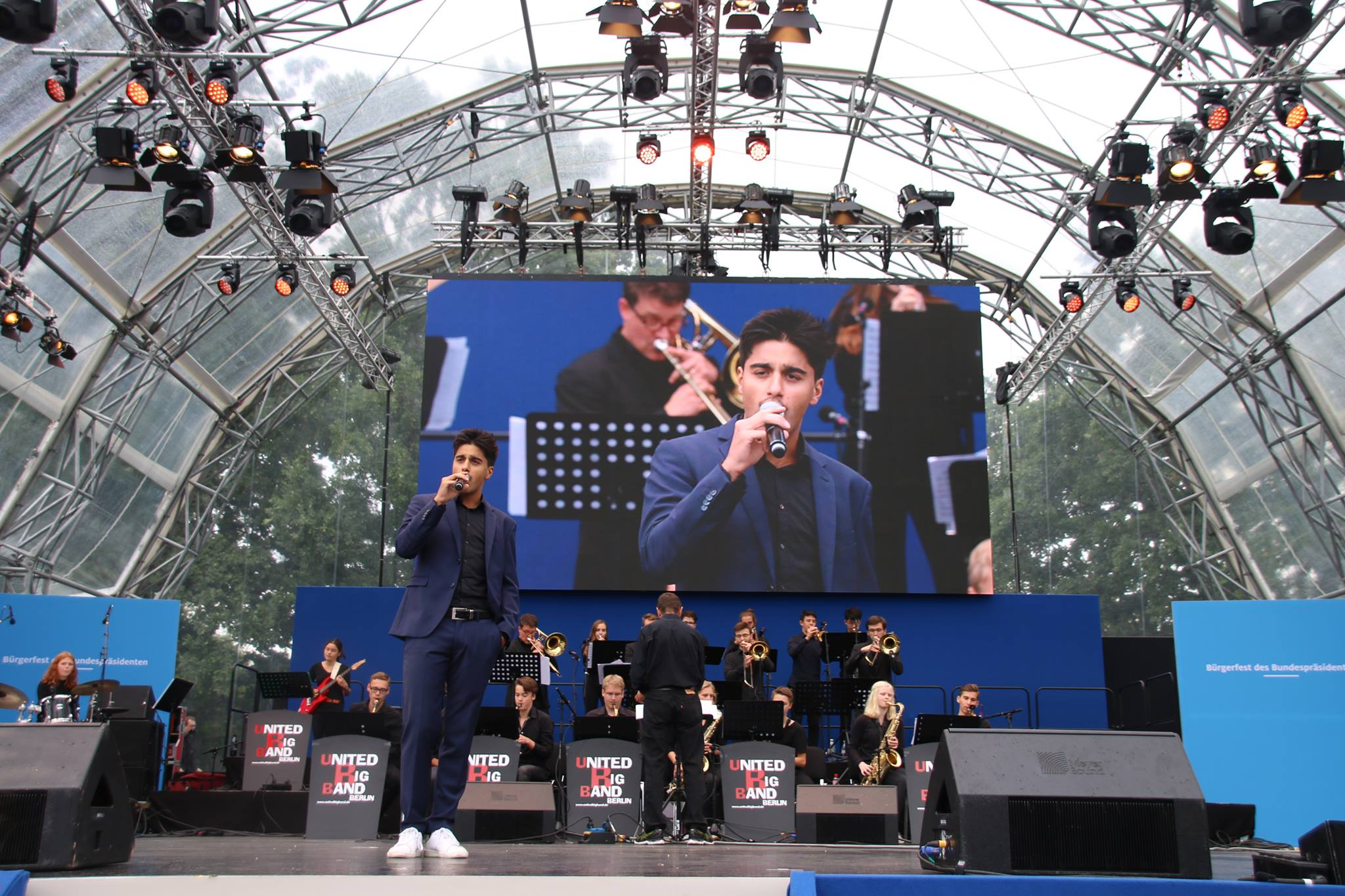 Atrin Madani performing jazz standards at a concert, in his typical blue suit. (Photo: Natalie Moeckel)