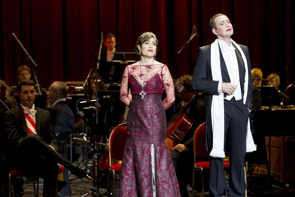 "Talya Liebermann as Princess Isabella and Tom Erik Lie as Chamoix in ""Märchen im Grand Hotel"" at Komische Oper Berlin, 2017. (Photo: Robert-Recker.de)"