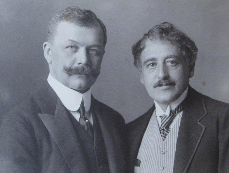 Franz Léhar (l.) together with his librettist Victor Léon, in the early successful years of their collaboration. (Photo: Archive Operetta Research Center)