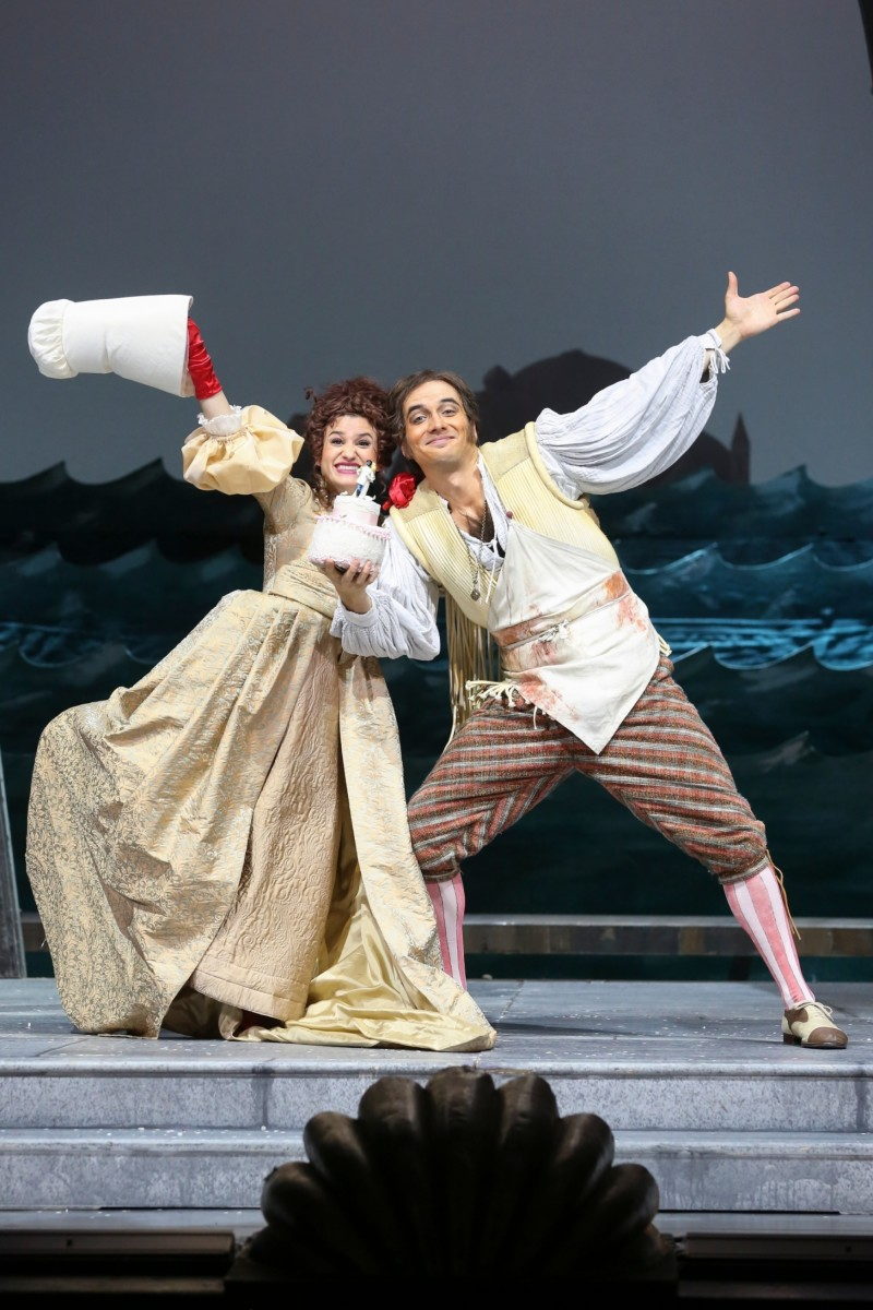 "Juliette Khalil (Ciboletta), and Alexandre Beuchat (Pappacoda) in ""Eine Nacht in Venedig"" at Volksoper Wien. (Photo: Barbara Pálffy/Volksoper Wien)"