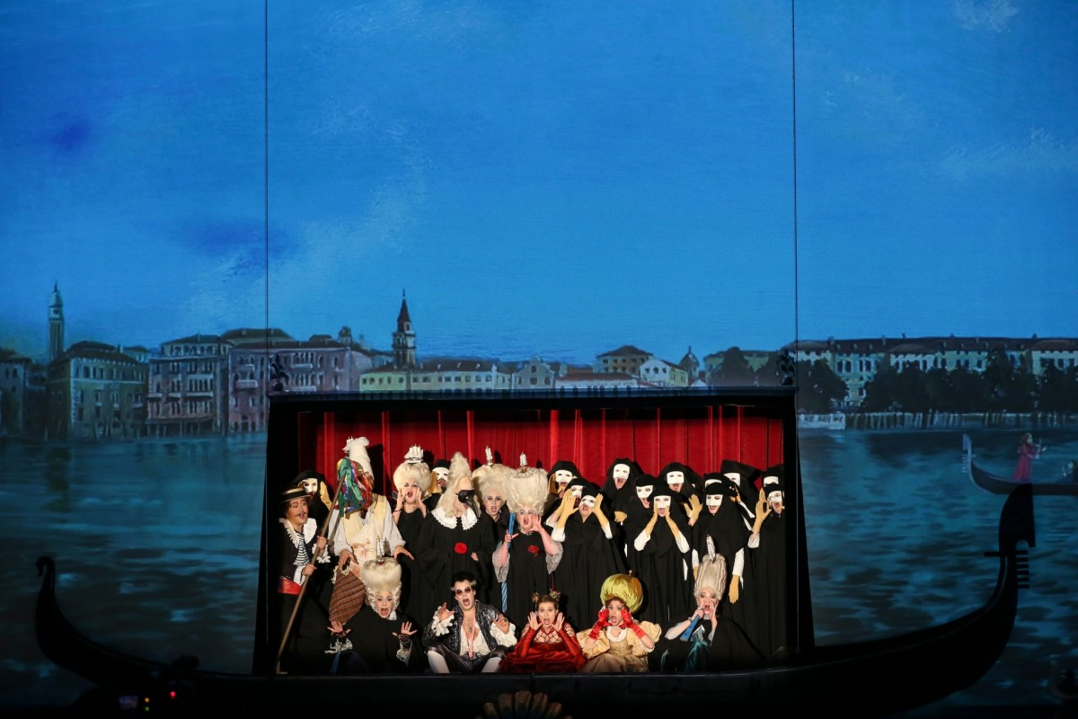 "The ensemble in ""Eine Nacht in Venedig"" at Volksoper Wien. (Photo: Barbara Pálffy/Volksoper Wien)"