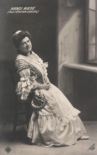 "Hansi Niese in ""Försterchristl."" (Photo: Archive Marion Linhardt)"