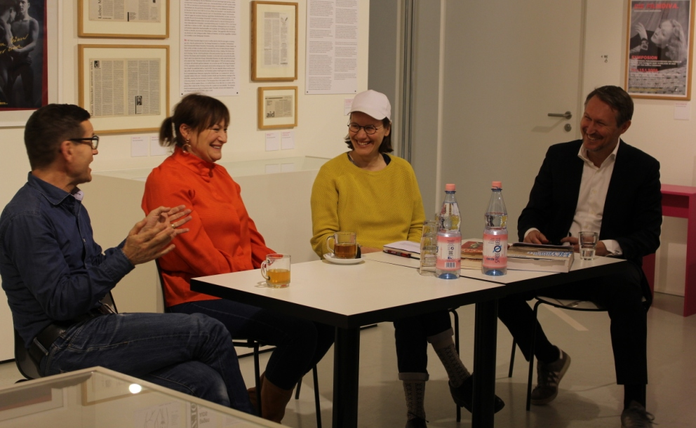 "The ""12 Moons"" and ""Frau Luna"" discussion group (from left to right): Christoph Marti, Anreja Schneider, Vera Hofmann, Kevin Clarke. (Photo: Juan Carlos Rosa)"