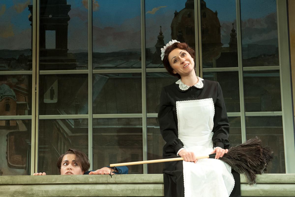 "Scene from ""Der Opernball"" in Plauen with Nataliia Ulasevych as Hortense. (Photo: Theaterfotograf Peter Awtukowitsch)"