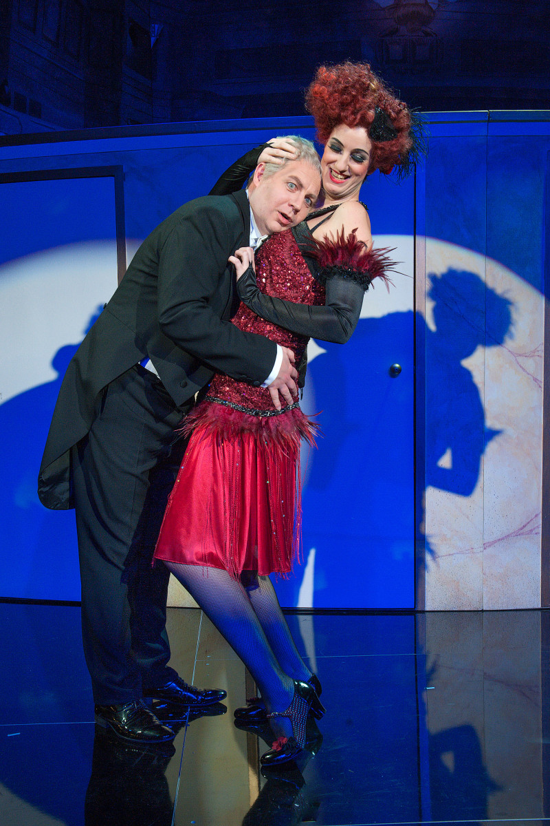 "Scene from ""Der Opernball"" in Plauen. (Photo: Theaterfotograf Peter Awtukowitsch)"