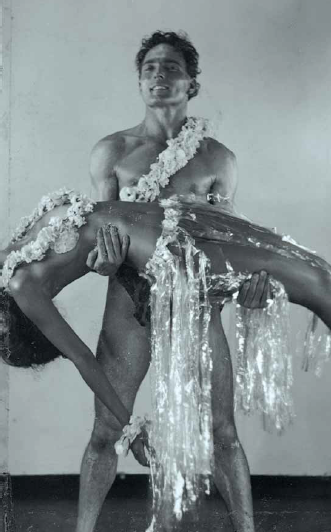 "It almost looks like Alberto Spadolini performing in ""Die Blume von Hawaii,"" but it's from a ballet production in the 1930s. (Photo: Atelier Alberto Spadolini)"