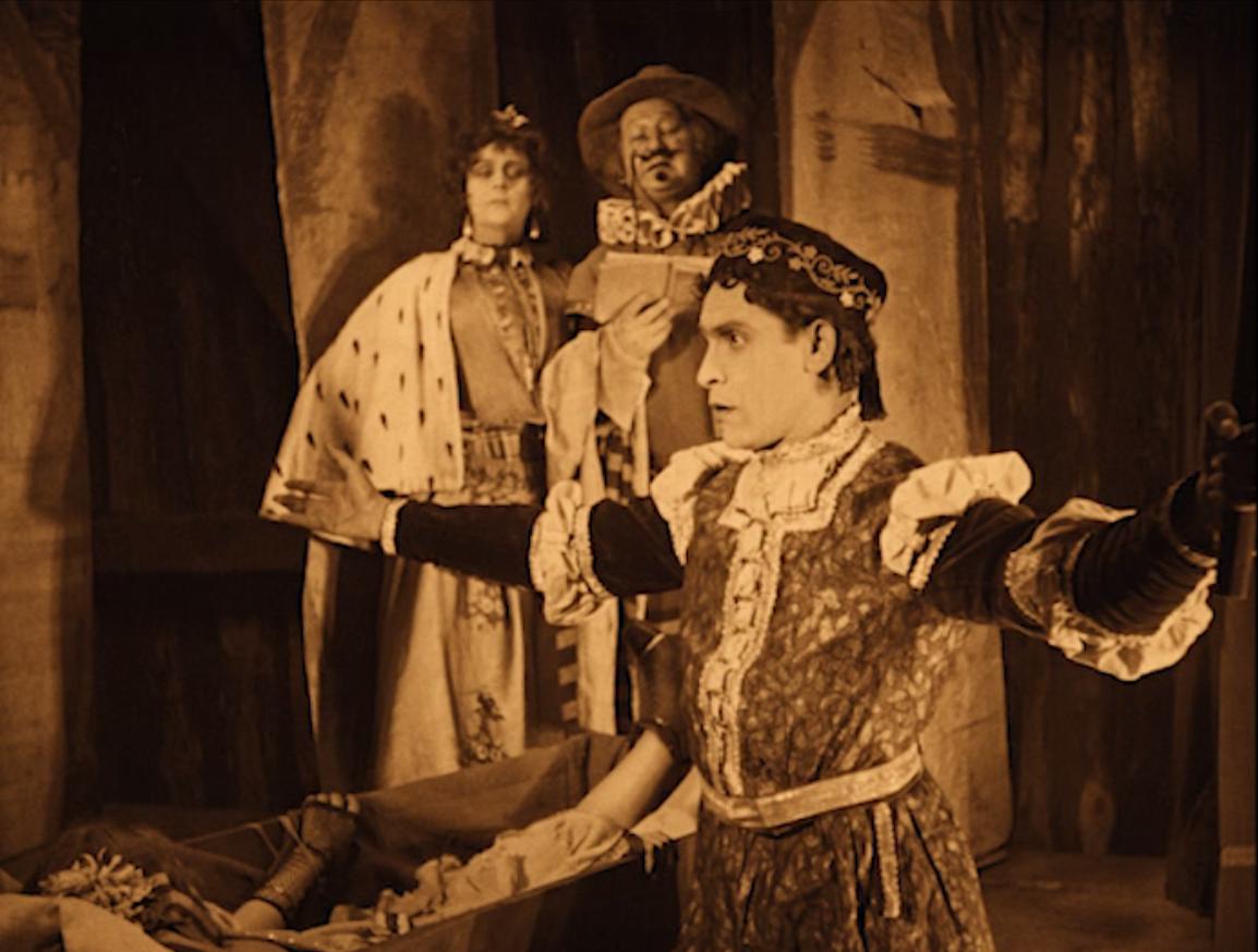 """Ernst Deutsch playing Romeo in """"Das alte Gesetzt,"""" 1923. (Screenshot)"""
