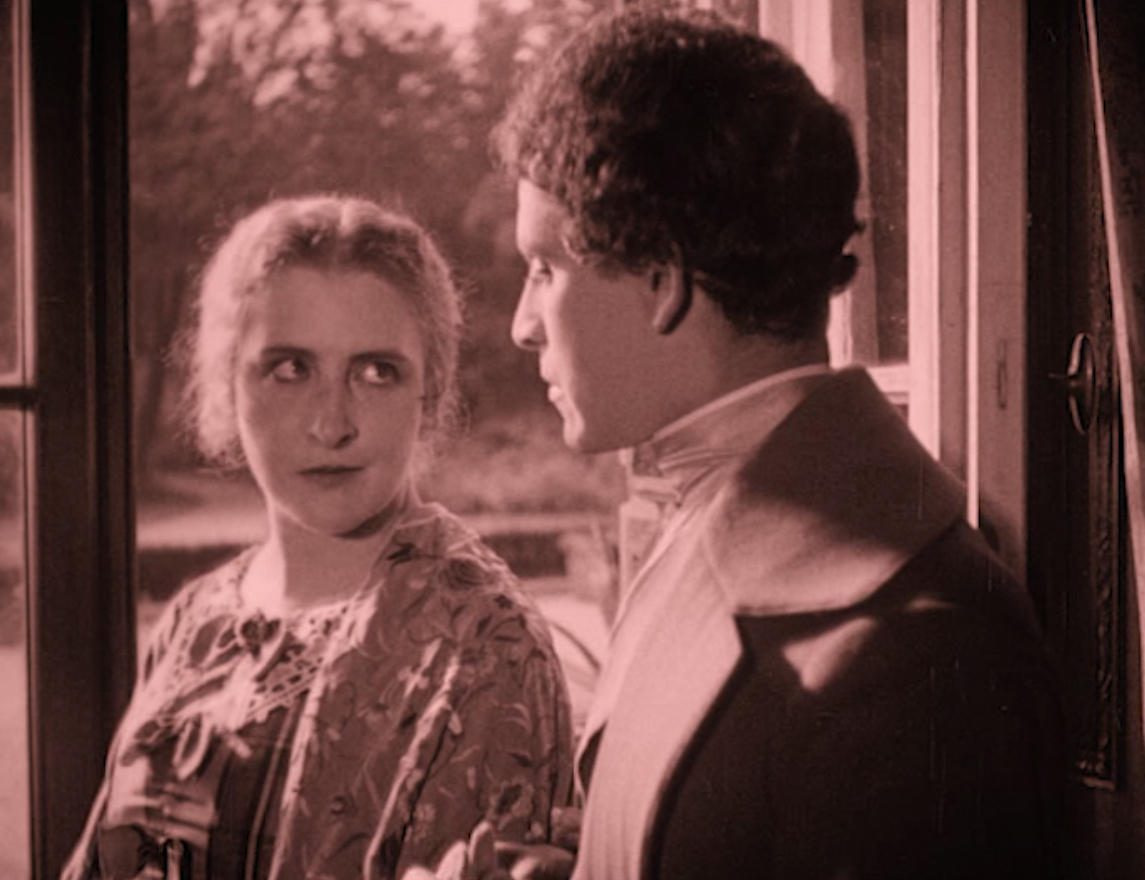 "Erzherzogin Elisabeth Theresia (Henny Porten) trying to seduce Baruch, the rising actor (Ernst Deutsch) in ""Das alte Gesetzt,"" 1923. (Screenshot)"