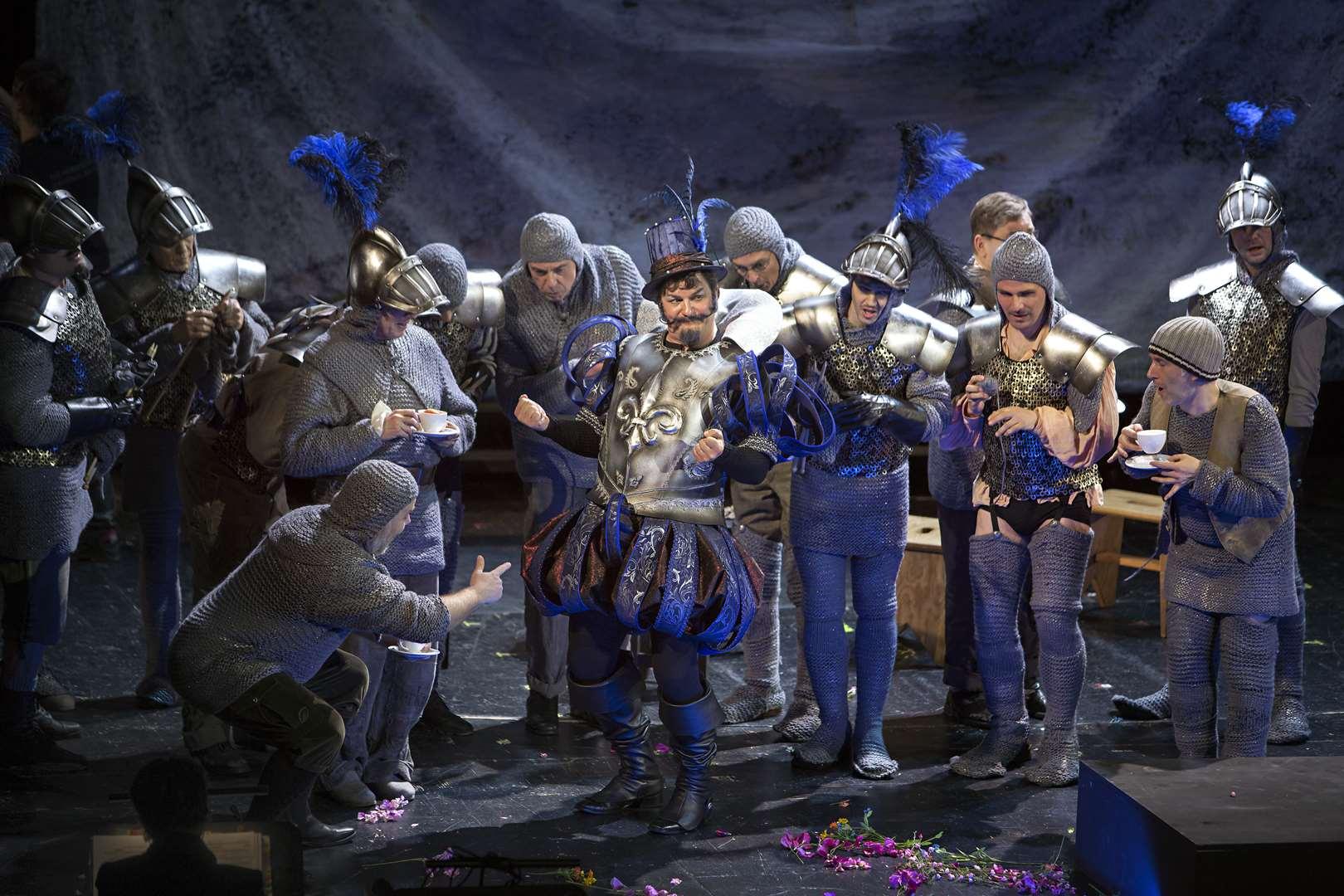 "Bluebeard and his men, camping it up in ""Blaubart"" at Komische Oper Berlin. (Photo: Iko Freese / drama-berlin.de)"