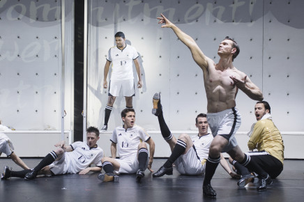 "Re-Writing ""Roxy und ihr Wunderteam"" As A Gay Football Farce In Augsburg"