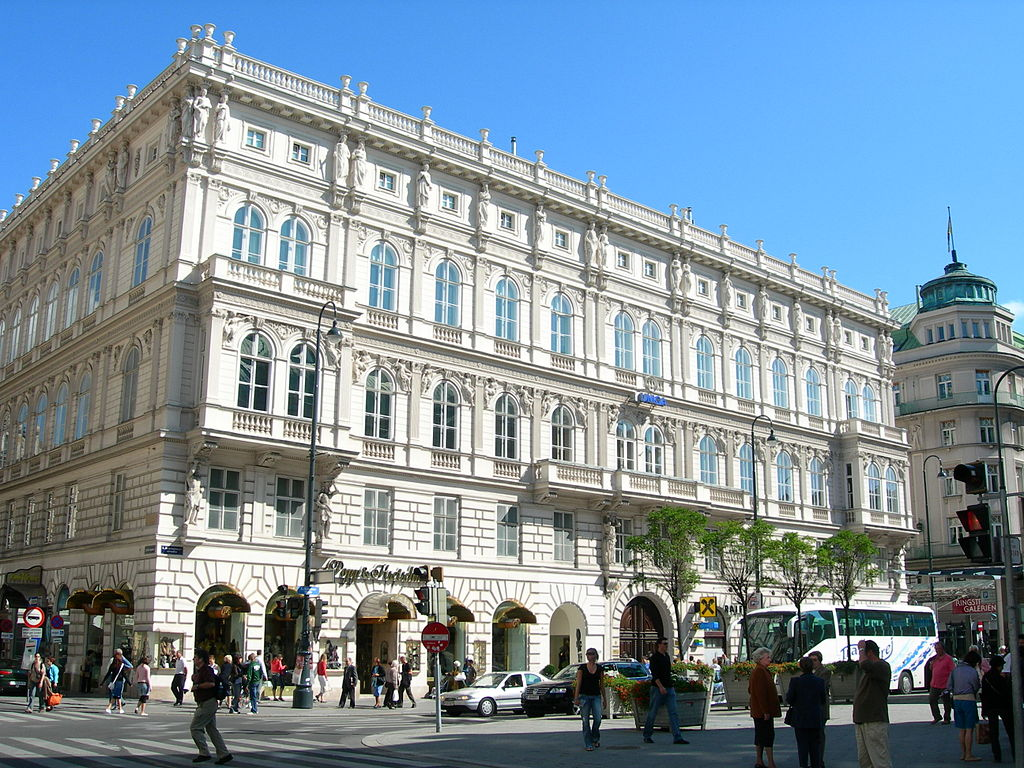 The Palais Todesco on Kärntner Street, Vienna, seen in 2006. (Photo: Gryffindor / Wikipedia)