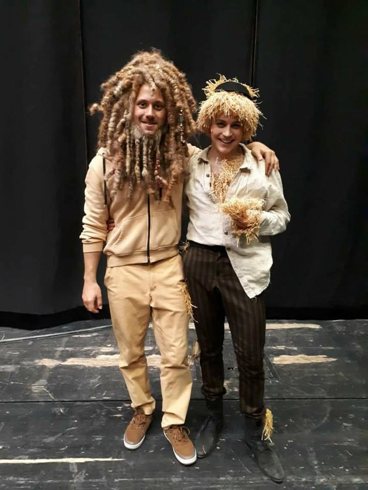 "Jan Rekeszus (l.) and Christian Miebach backstage after the last performance of ""Zauberer von Oz"" in Magdeburg. (Photo: Private)"