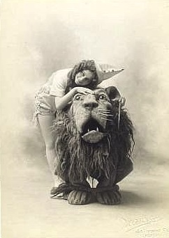 "Arthur Hill as the Lion and Anna Laughlin as Dorothy in the 1903 version of ""The Wizard of Oz"" on Broadway."