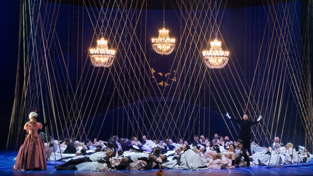 """Fledermaus"" act 2 at Theater Wielki Lodz. (Photo: Yoko Seyama)"