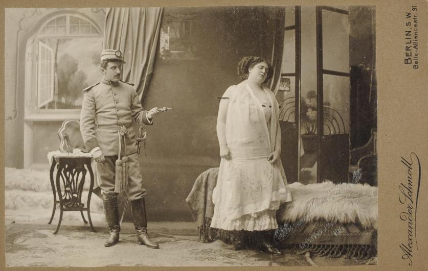 """M. Ottmann als Mascha in """"Der tapfere Soldat"""", Theater des Westens, Berlin 1909. (Photo: Theatermuseum Wien)"""