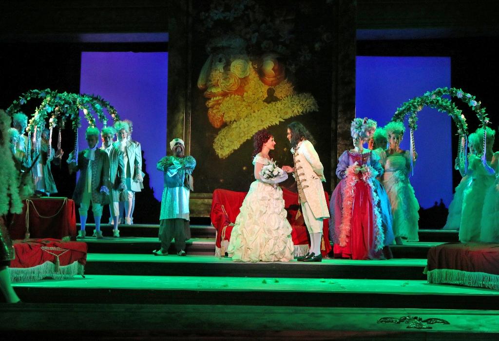 """Brian Garner (Onuphrie), Franziska Tiedtke (Laura) and Dennis Marr (Symon), Dorothee Böhnisch (Palmatica) in """"Der Bettelstudent"""" at Theater Pforzheim. (Photo: Sabine Haymann)"""