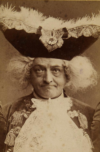 """Josef Matras as Prinz Casimir in """"Die Prinzessin von Trapezunt"""", Carltheater Vienna. (Photo: Fritz Luckhardt / Sammlung Theatermuseum Wien)"""
