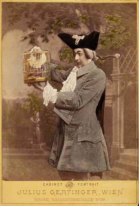 """Wilhelm Knaack in """"Die Prinzessin von Trapezunt"""", Carltheater. (Photo: Fritz Luckhardt / Sammlung Theatermuseum Wien)"""