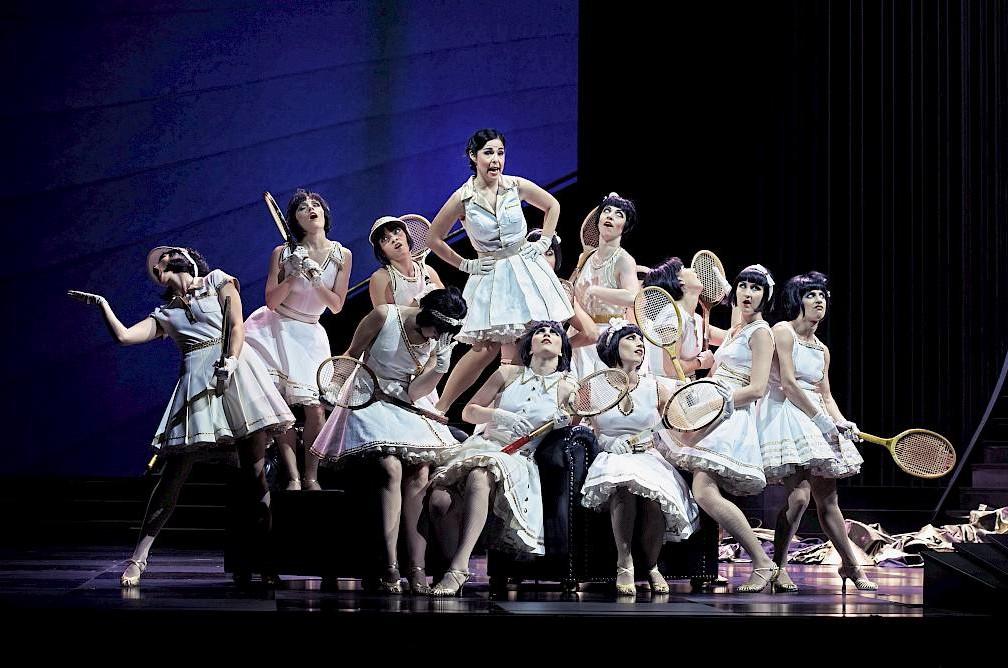 """Rebeca Olvera as Mi (with chorus) in """"Land des Lächelns"""" in Zurich. (Photo: Toni Suter / Oper Zürich)"""