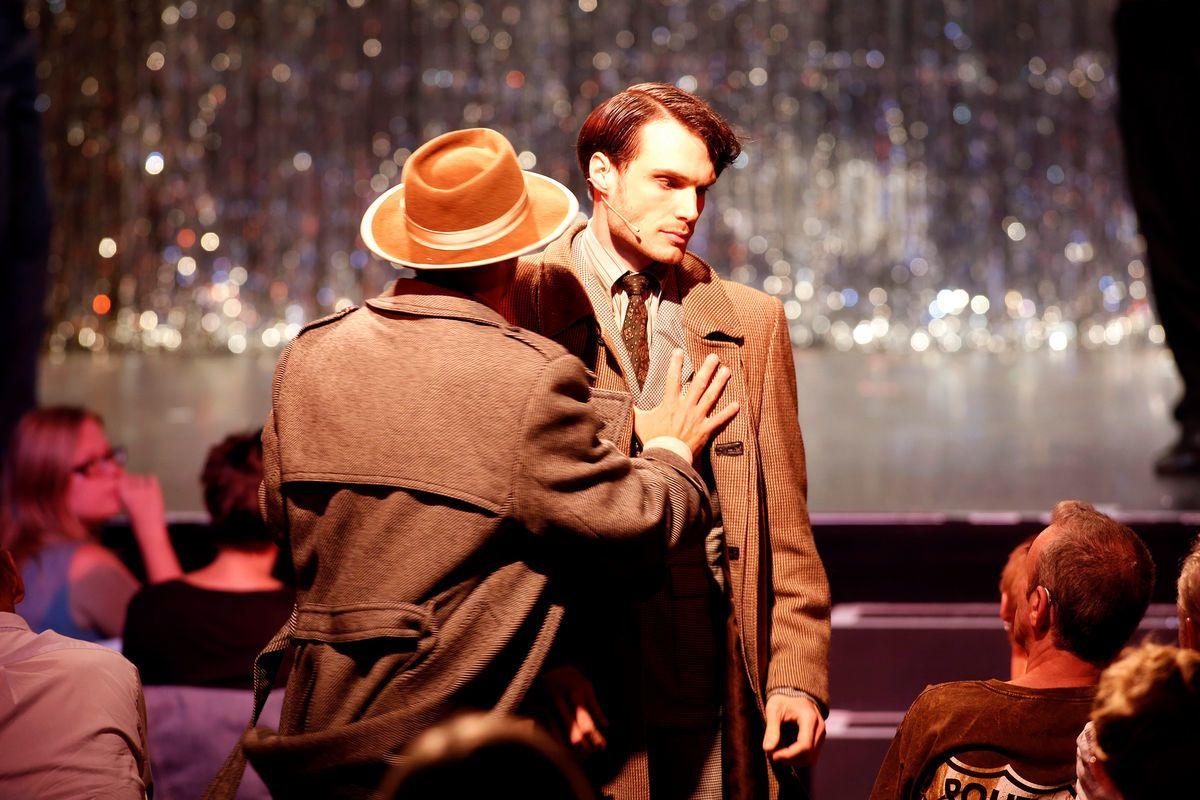 "Jörn Felix Alt as Cliff in ""Cabaret"" at Tipi am Kanzleramt. (Photo: Barbara Braun)"