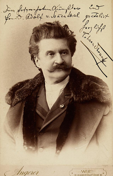 A late portrait of Johann Strauss, with his signature. (Photo: Victor Angerer / Theatermuseum Wien)