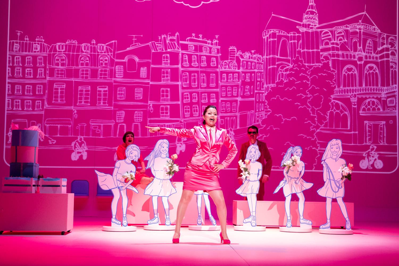 The Les Halles scene in act 3. (Photo: Nemo Perier Stefanovitch / Palazzetto Bru Zane)