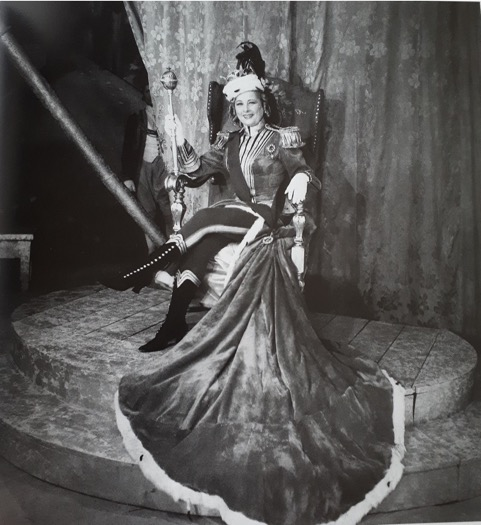 Hungarian singer Hanna Honthy as Offenbach's Grand Duchess of Gerolstein in 1950, Budapest. (Photo: Hungarian Theatre Institute / operett.network.hu)