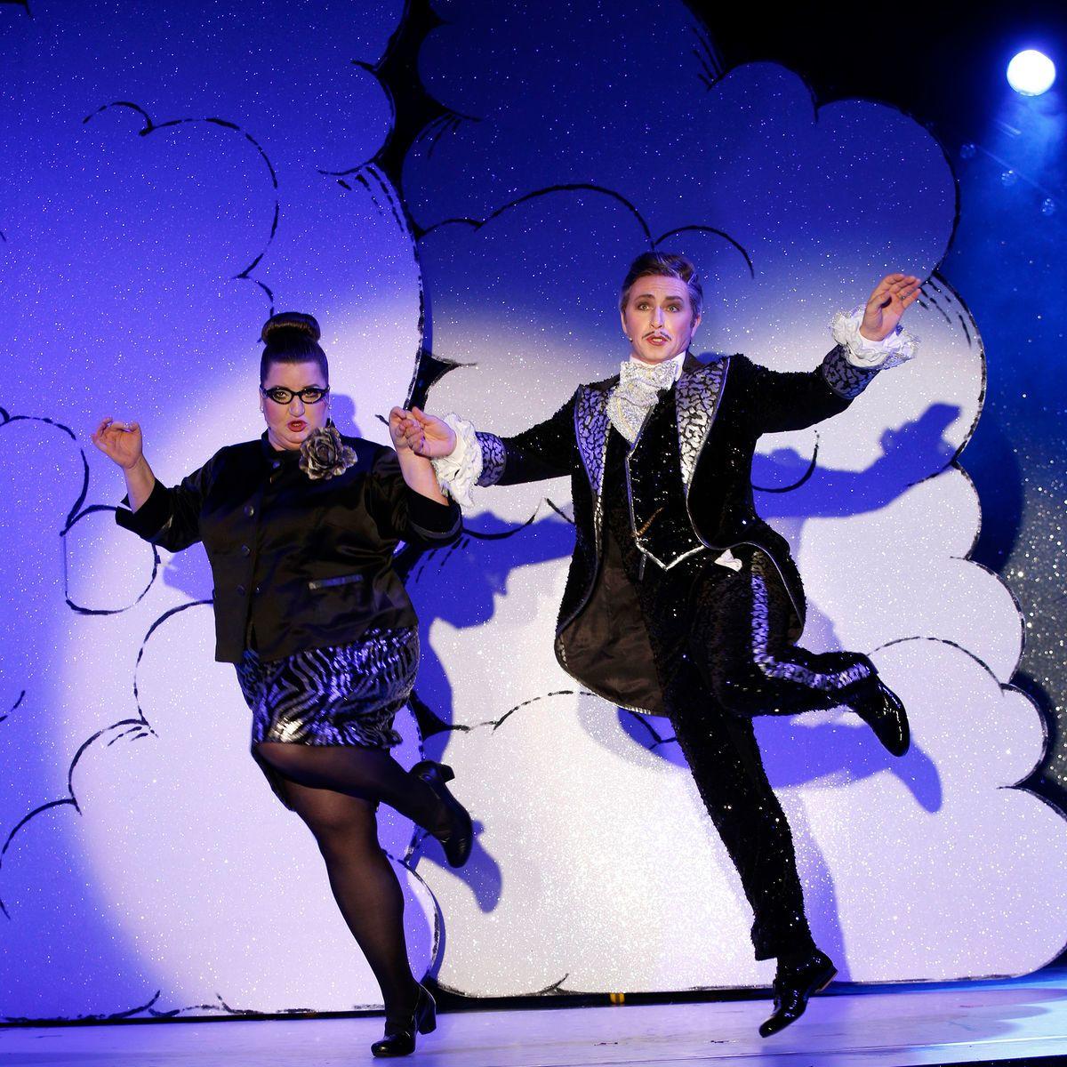 """Anna Mateur (l.) and Tobias Bonn in """"Frau Luna"""" at Tipi am Kanzleramt. (Photo: Barbara Braun)"""
