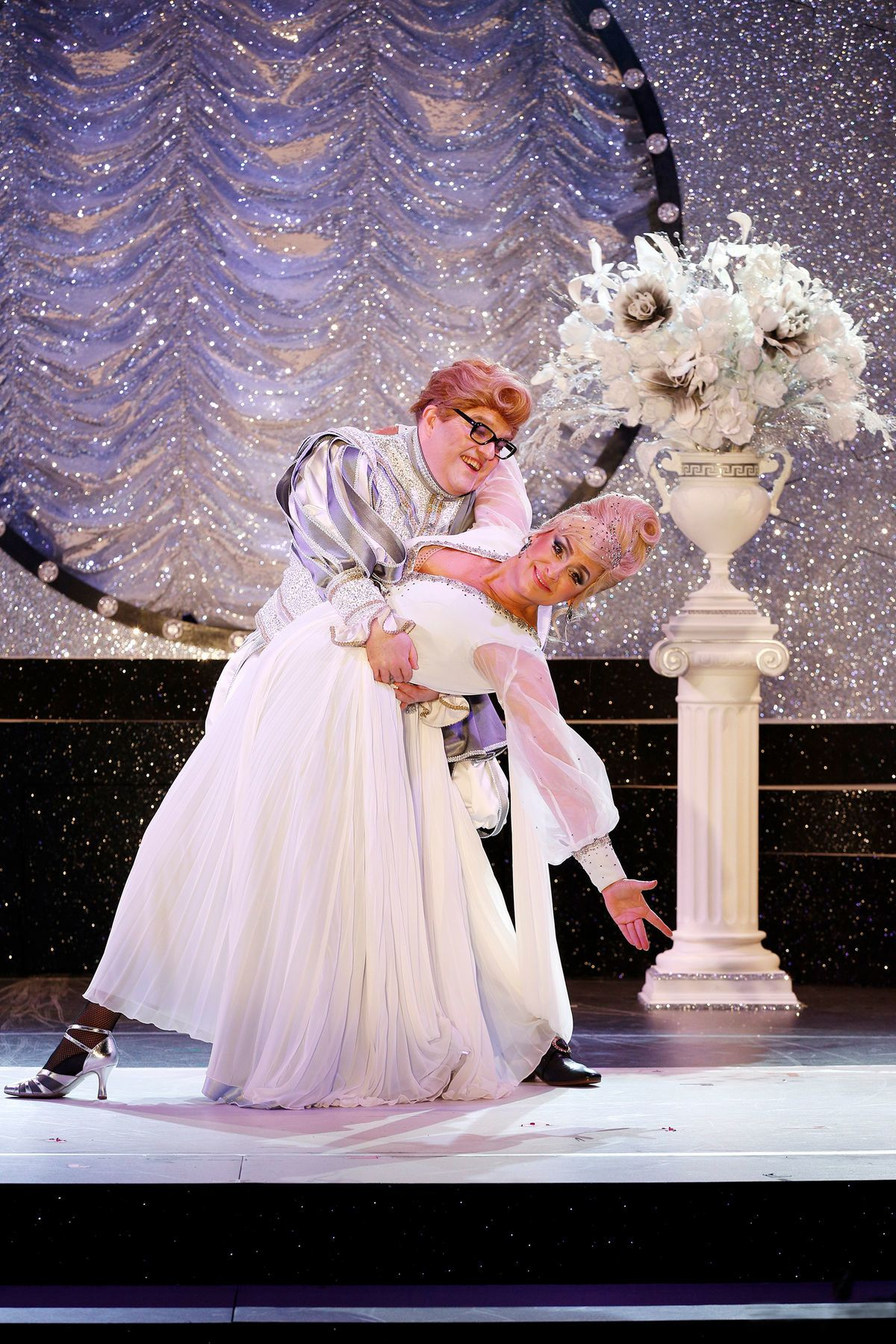 "Gustav Peter Wöhler (l.) and Andreja Schneider in ""Frau Luna."" (Photo: Barbara Braun)"