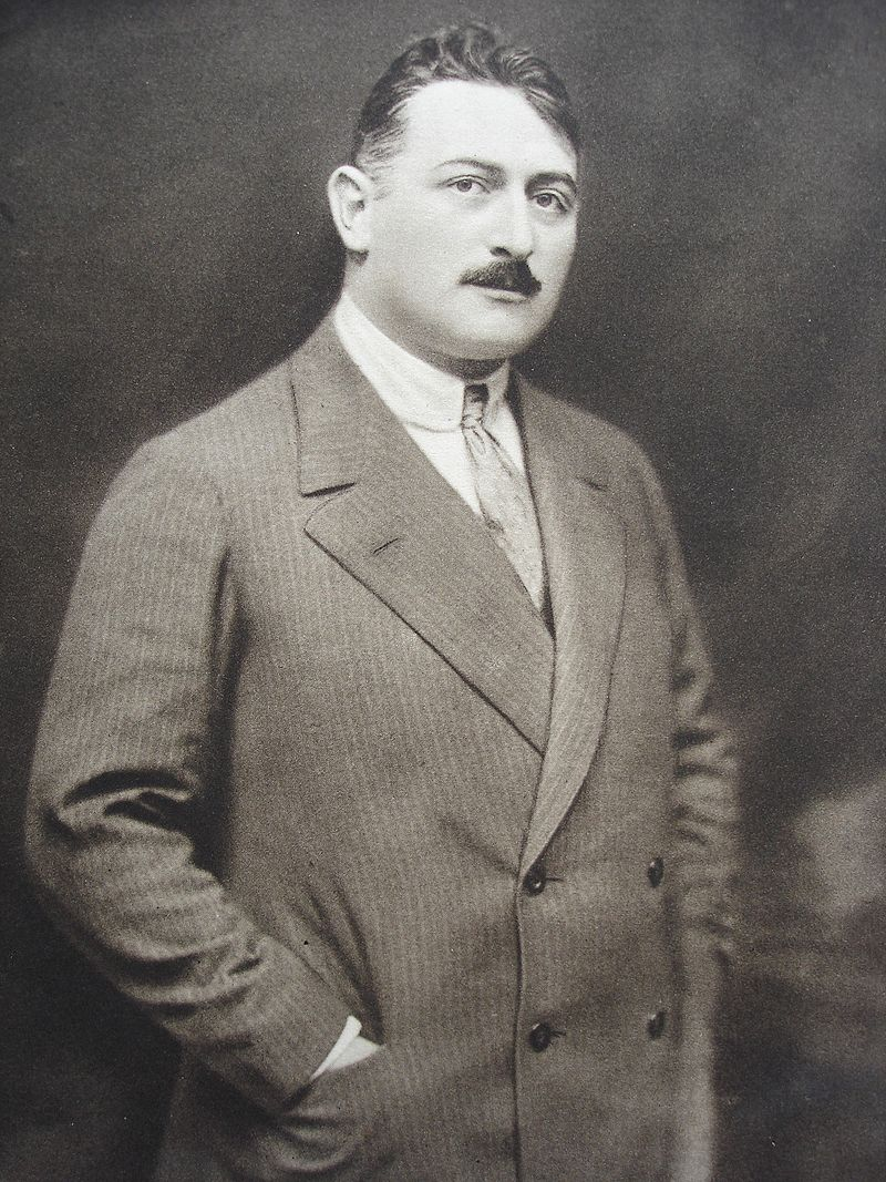 "Robert Gilbert's famous father Jean Gilbert, composer of operettas such as ""Die keusche Susanne"" and ""Kinokönigin."" (1913)"