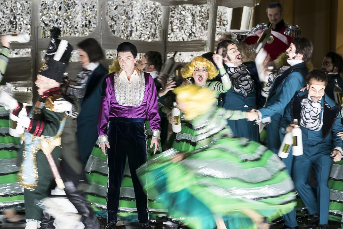 """Josef Forstner (Baron Mietek Oginsky), Ivan Oreščanin (Casimir von Kawietzky) at Oper Graz in """"Polnische Hochzeit."""" (Photo: Werner Kmetitsch)"""