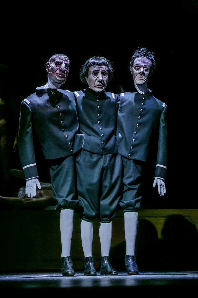"Paul Hentze as the puppet player in ""Die Prinzessin von Trapezunt"" (Photo: Jochen Quast)"