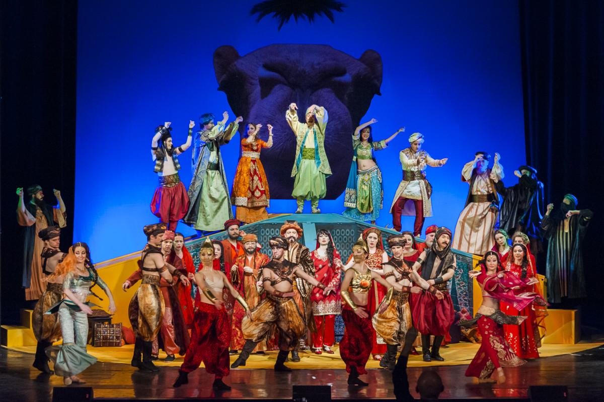 """The ballet company in """"Kismet,"""" Neustrelitz 2019. (Photo: Tom Schweers)"""