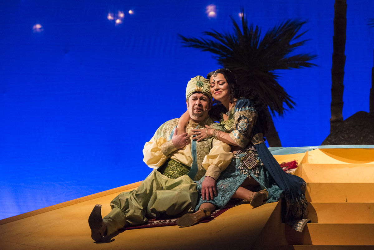 "Bernd Könnes as Hajj and Laila Salome Fischer as Lalume in ""Kismet,"" Neustrelitz 2019. (Photo: Tom Schweers)"