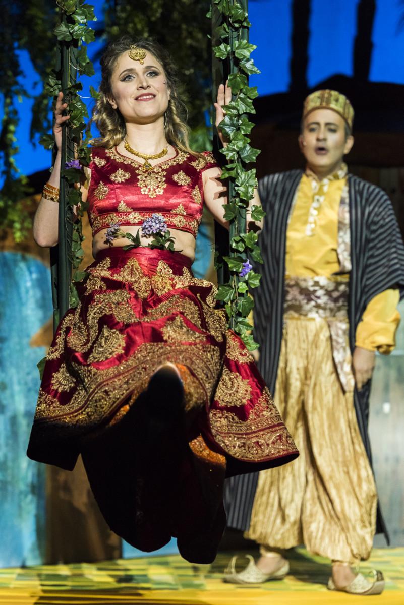 """Stranger in Paradise"": Laura Scherwitzl as Marsinah and Andrés Felipe Orozco as the Caliph in ""Kismet,"" Neustrelitz 2019. (Photo: Tom Schweers)"
