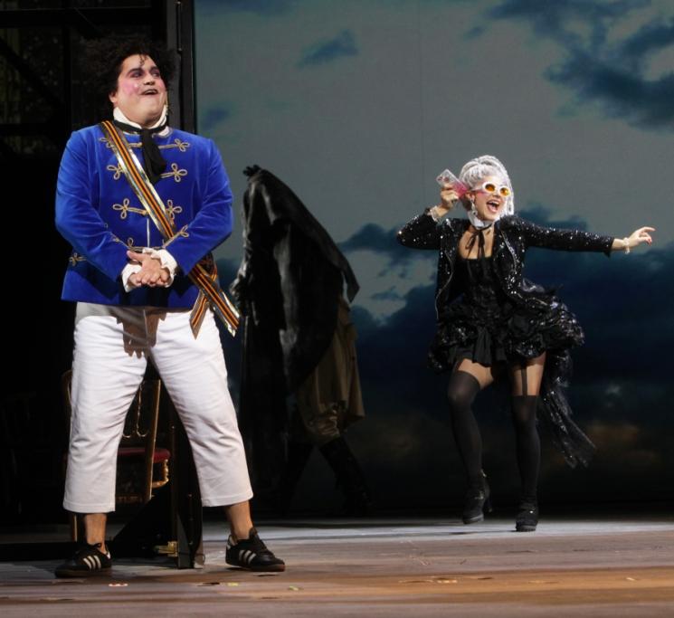 "Eric Laporte and Stella Motina in Offenbach's ""König Karotte."" (Photo: Jörg Landsberg)"
