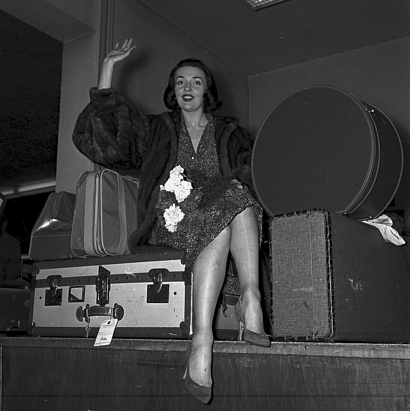 "French dancer and actor Ludmilla Tchérina in 1955 at Frankfurt airport, on a promotion tour for ""Oh... Rosalinda!"" (Photo: Harald-Reportagen)"