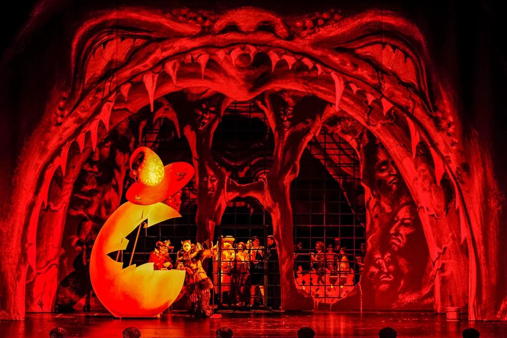 "The opera chorus of Theater Chamnitz in Suppé's ""Der Teufel auf Erden."" (Photo: Nasser Hashemi)"